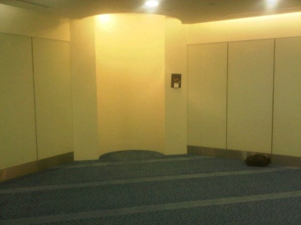 Here's the larger of the two Prayer Rooms in DXB Terminal 3 -Did Dhuhr+Asr here right after landing - twitpic-com-52tj93